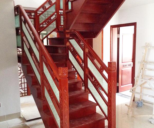 扬州实木楼梯日常保养小技巧